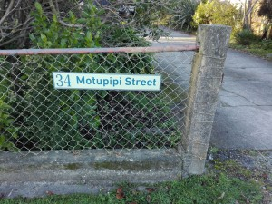 34-Motupipi-St-sign